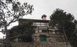 (Hrvatski) Kuća poput bisera na litici