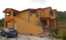(Hrvatski) Velika, nova obiteljska kuća blizu centra Labina