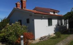 (Hrvatski) Lijepo uređena prizemnica u blizini Labina