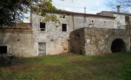 (Hrvatski) Kamena kuća sa velikom okućnicom, okolica Labina