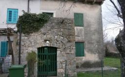 Dvojna kuća sa velikom okućnicom – PRILIKA