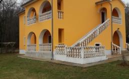 Kuća sa dva stana u blizini Labina